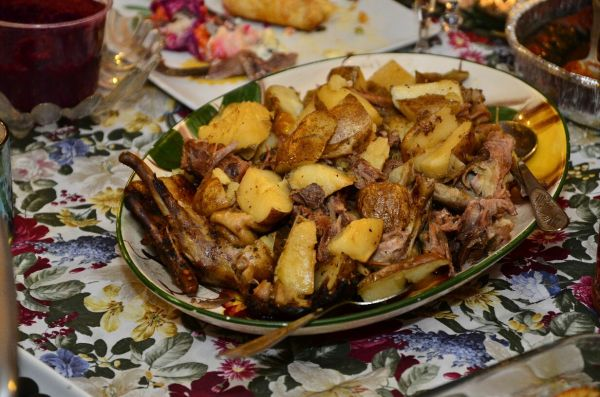 Slow-Cooked-Duck-with-apples.